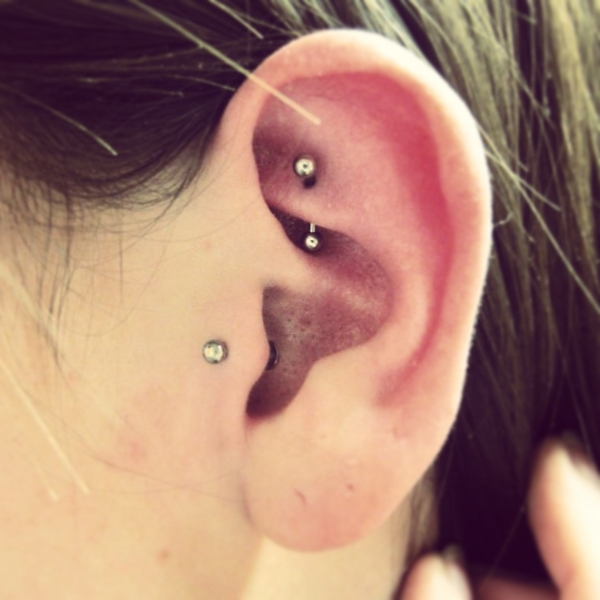 Rook And Tragus Piercing | Foto Artis - Candydoll